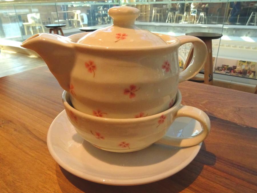 Tomamos un té en la última planta. / We had a tea on the top floor.